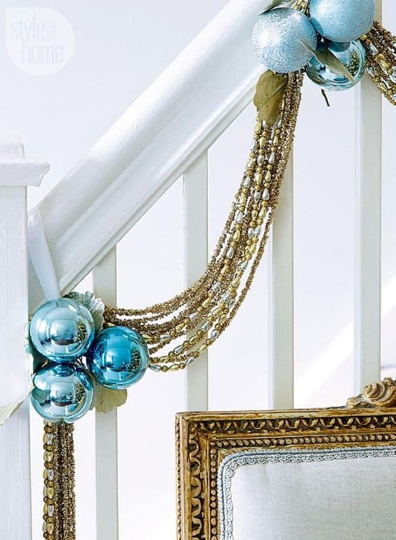 33 Ideas- Decorating Christmas Stairs