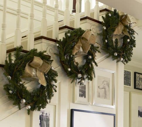 33 ideas decorating christmas stairs - Christmas decorations for stair rail ...