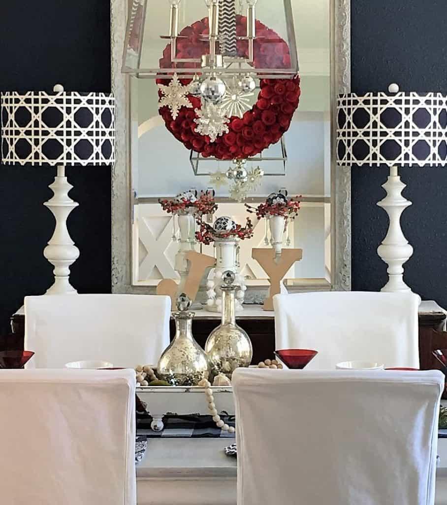 Christmas Dining Room: Navy + Red - thetarnishedjewelblog