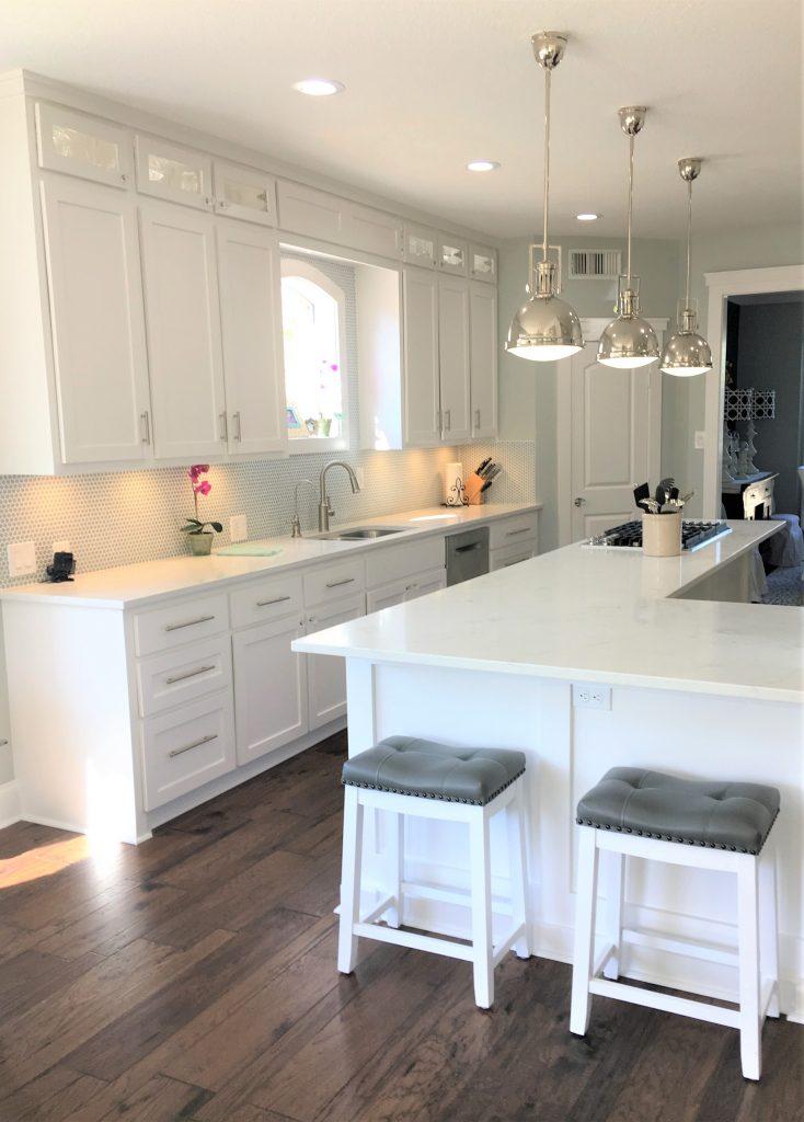 15 Ways To Customize A Builder S Grade Kitchen Thetarnishedjewelblog