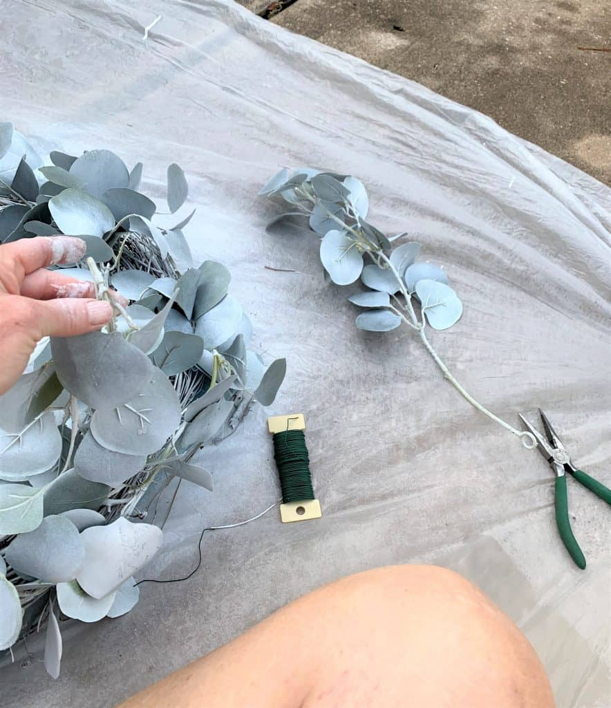 How to Spray Paint a Wreath White: DIY Wreath Ideas